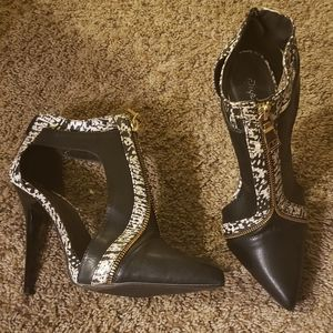 Qupid brand pointed booties